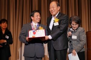 Mr. Takashi Kondo receiving Peace Medal from Kim Yong Jim, South Korea.